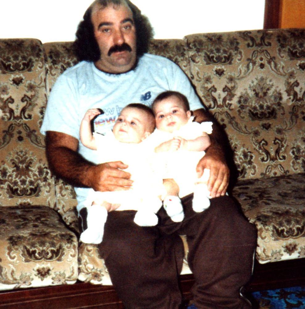 Отец часто путал своих дочек между собой