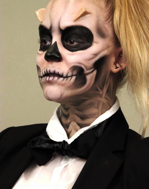 Макияж в стиле Lady Gaga отлично вписывается в тематику праздника