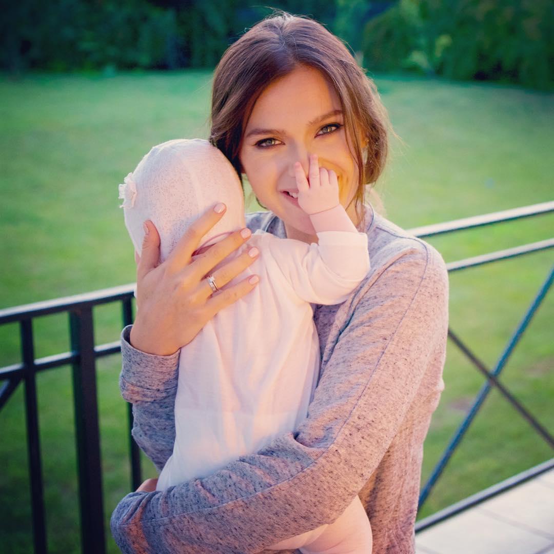 Лена Темникова со своей дочкой Сашей
