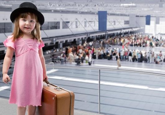 Один из родителей, кто вывозит ребенка, обязательно должен уведомить о поездке второго родителя заказным письмом