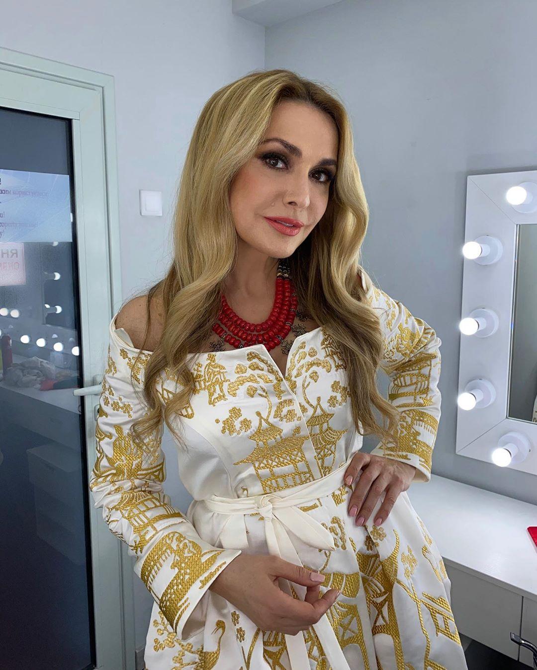 Ольга Сумская прокомментировала появление своей 2-летней внучки на обложке глянца