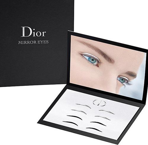 Дом Dior представил новый beauty-тренд: стрелки-наклейки для глаз.