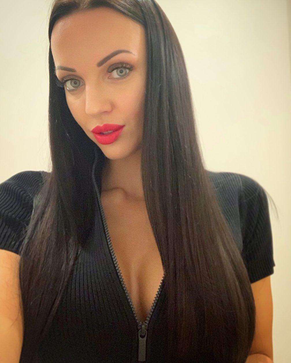 В белье и чулках: Бывшая жена сожителя Седоковой показала горячие фото