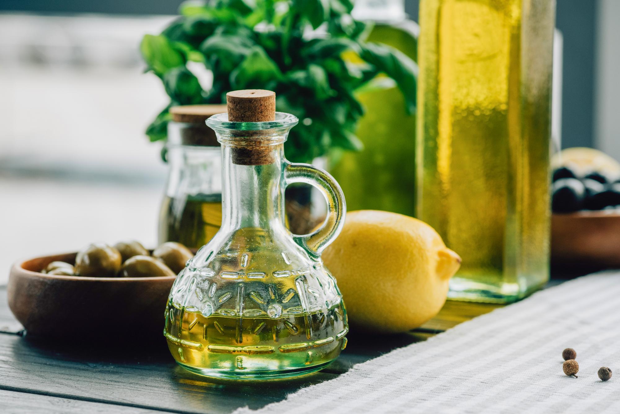 Маринованные оливки по-гречески - с лимонной цедрой