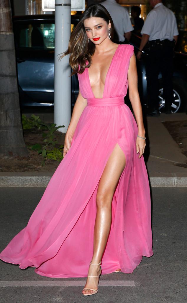 Модель Миранда Керр в платье с пикантным намеком