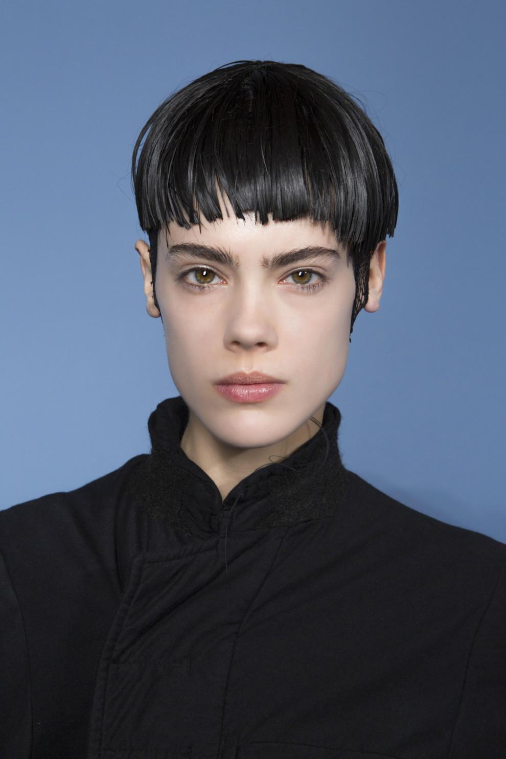 Антитренды макияжа 2020: Четкие брови