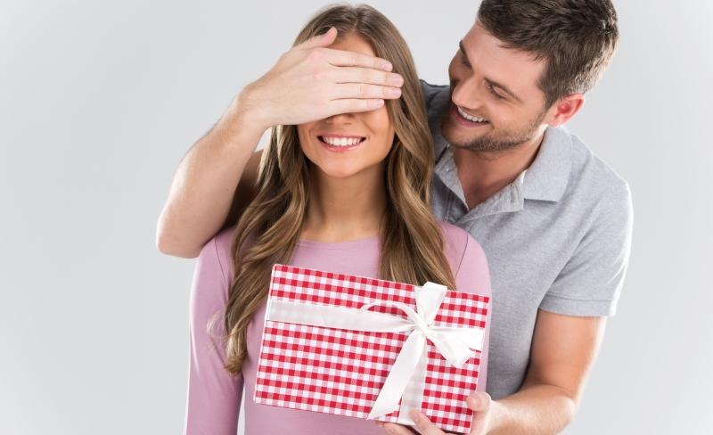 Фильм секс подарок мужу девушку