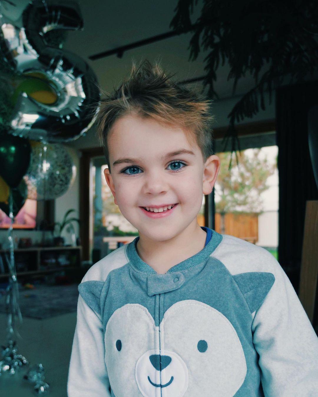 Юлия Санина поразила ярким образом в день рождения сына