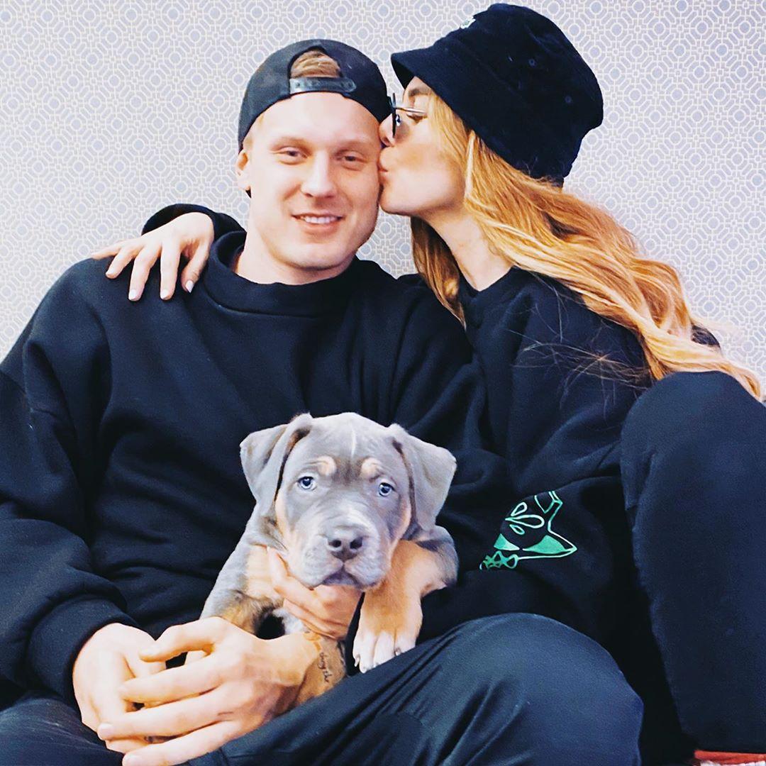 С тобой я ребенок: Седокова поцеловалась на людях с Тиммой и возмутила Сеть