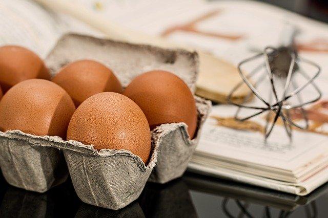 В желтке большого яйца примерно 185 грамм холестерина