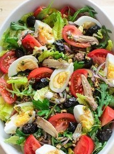 Французский салат Нисуаз с тунцом: рецепт на 14 февраля