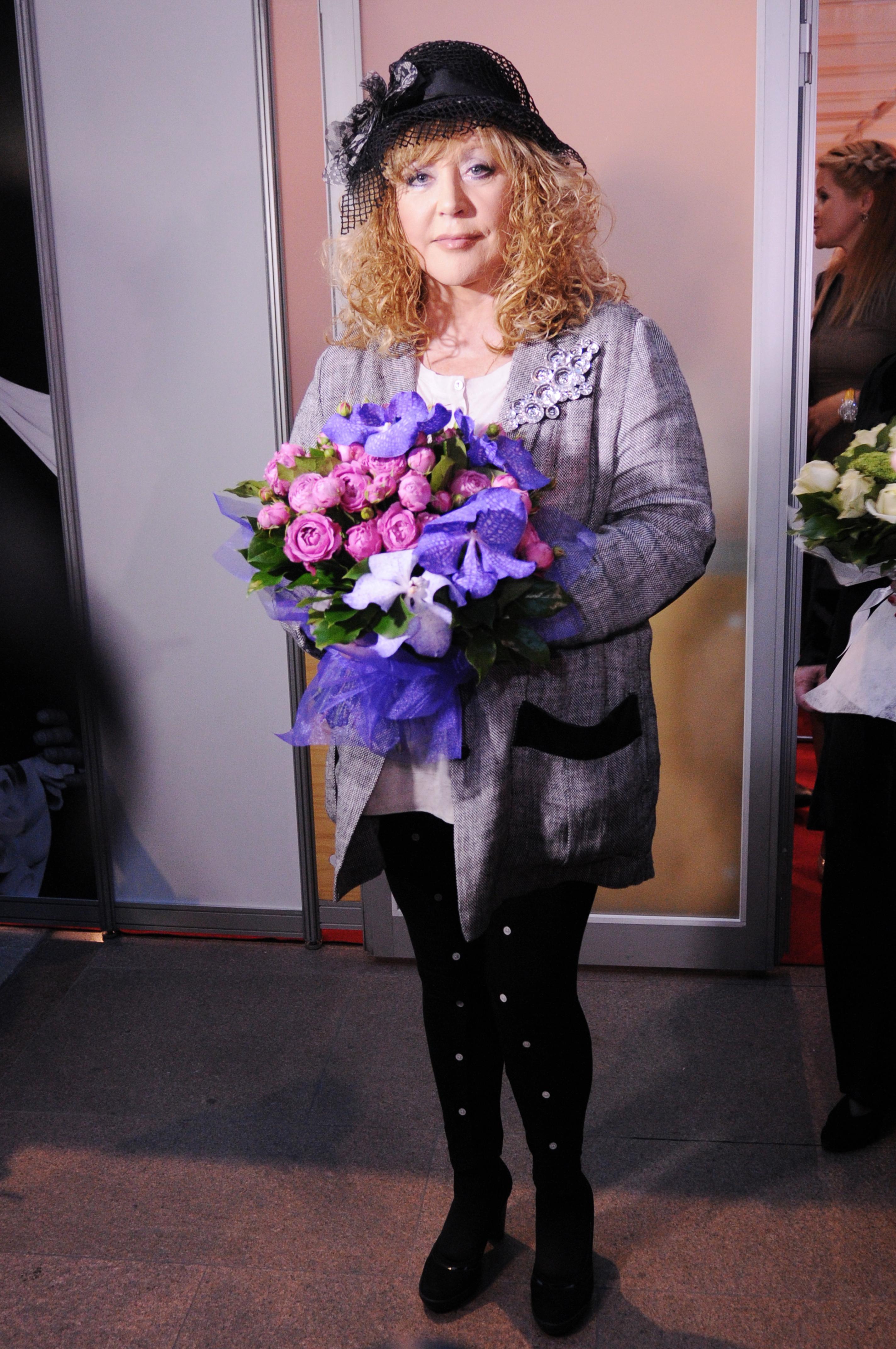Пугачева с цветами фото