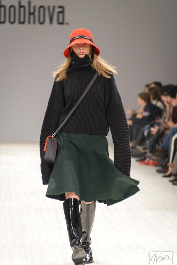 Дизайнер Кристина Бобкова разбавила привычную черно-серую гамму яркими вкраплениями цвета