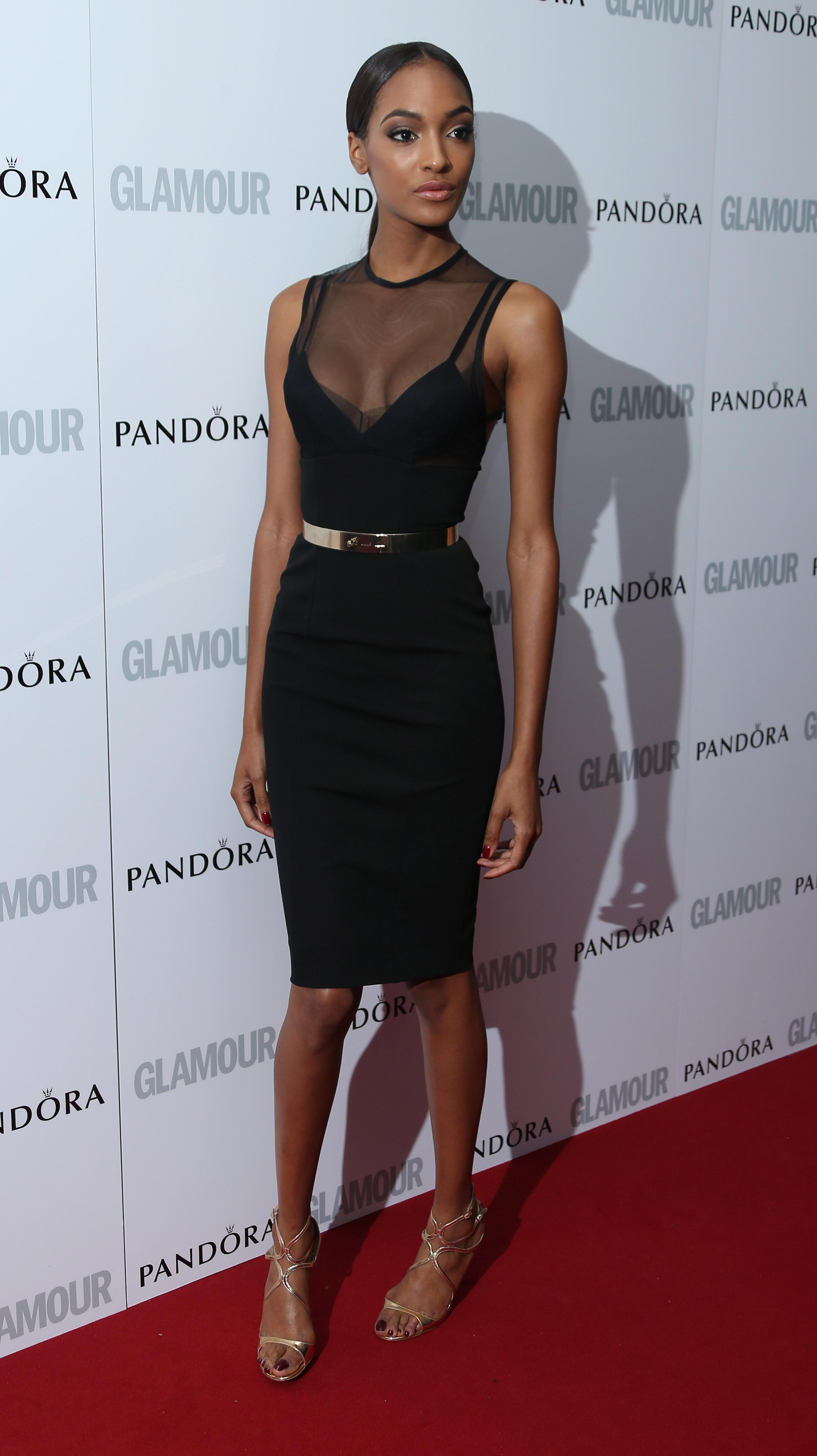 """Джордан Данн: """"Ахахахахаха, меня убрали с показа Dior из-за груди. Люблю моду!"""""""