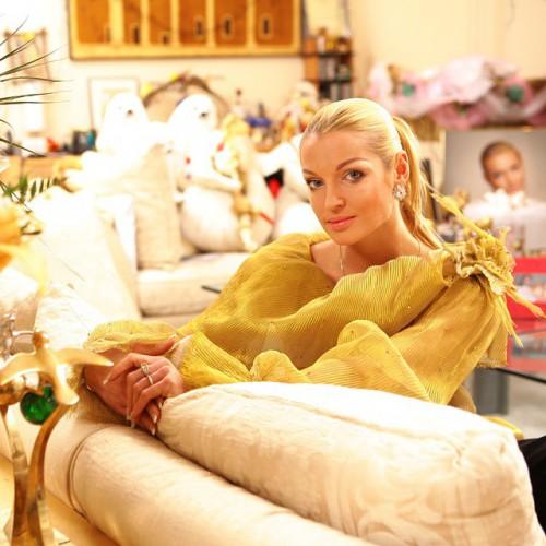 Анастасия Волочкова уснула всексапильном одеяние
