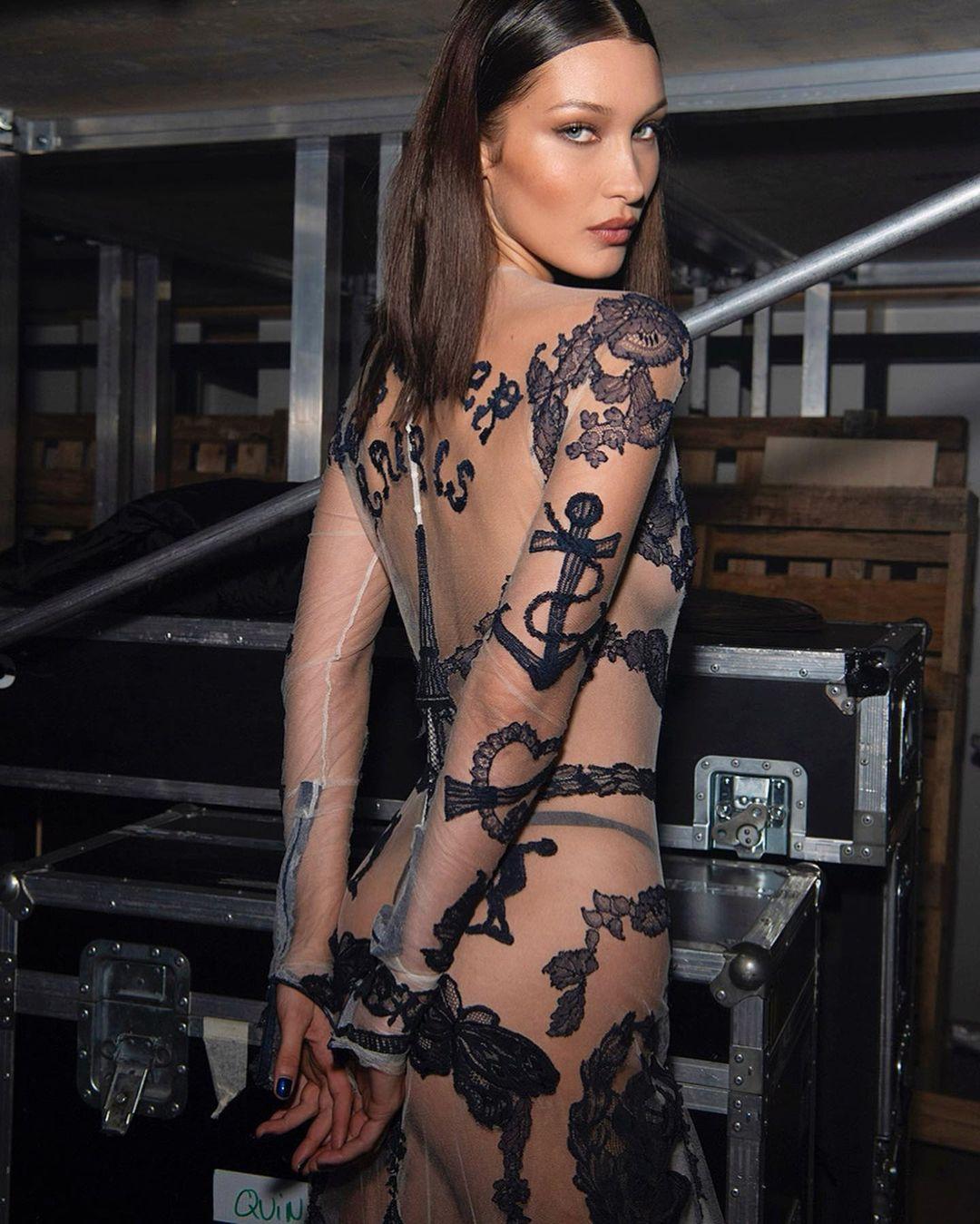 Белла Хадид показала фанатам свое оголенное тело