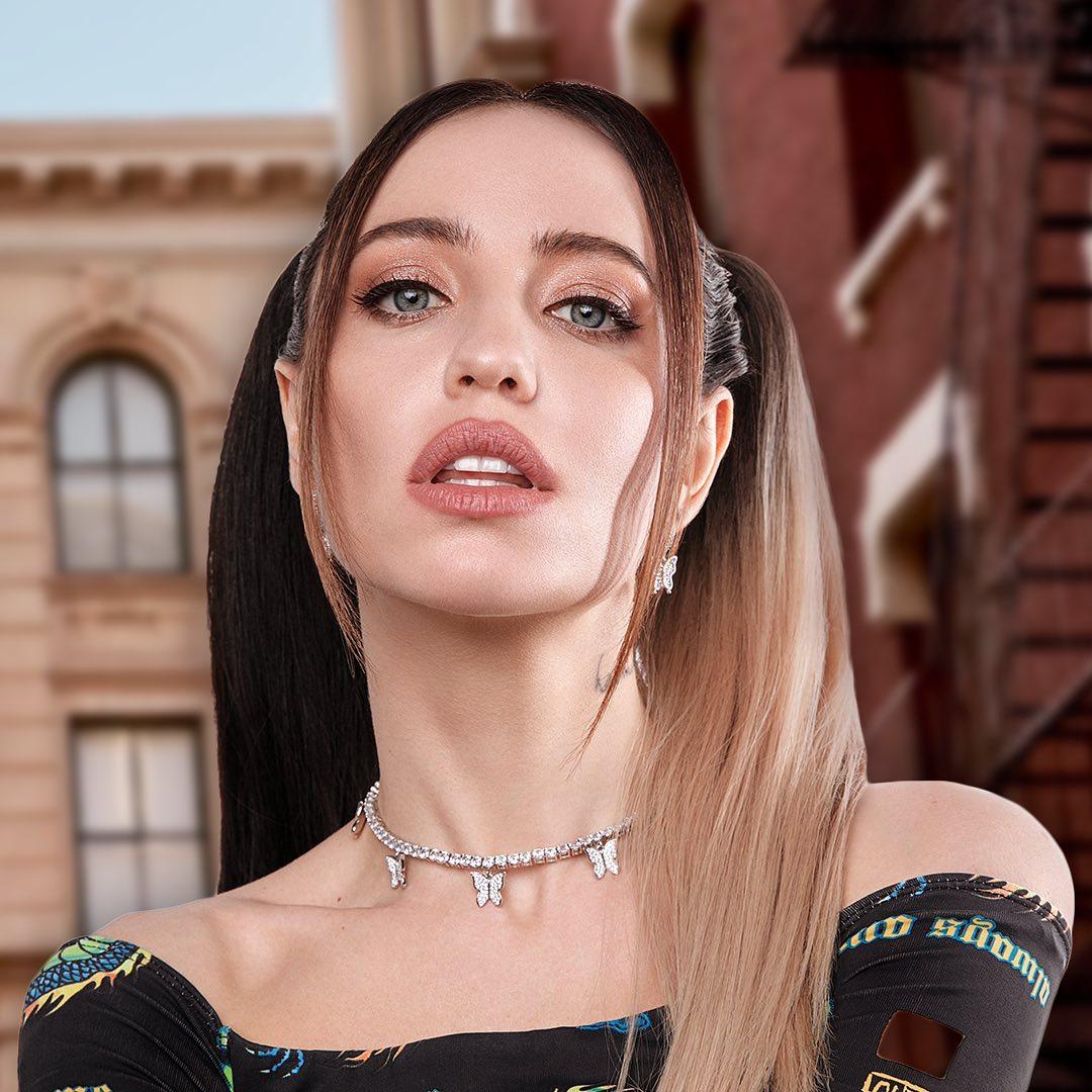 Надя Дорофеева покорила «влажным» фото