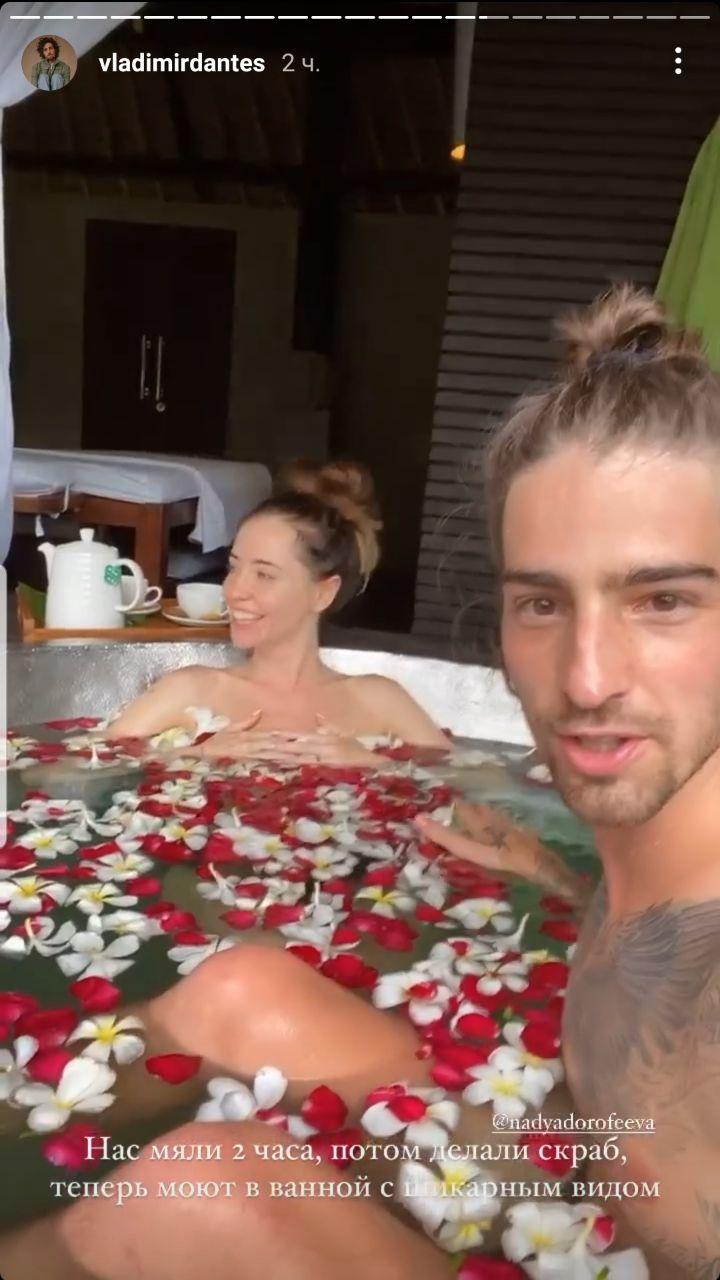 Обнаженная Надя Дорофеева показала, как нежится в ванной со своим мужем