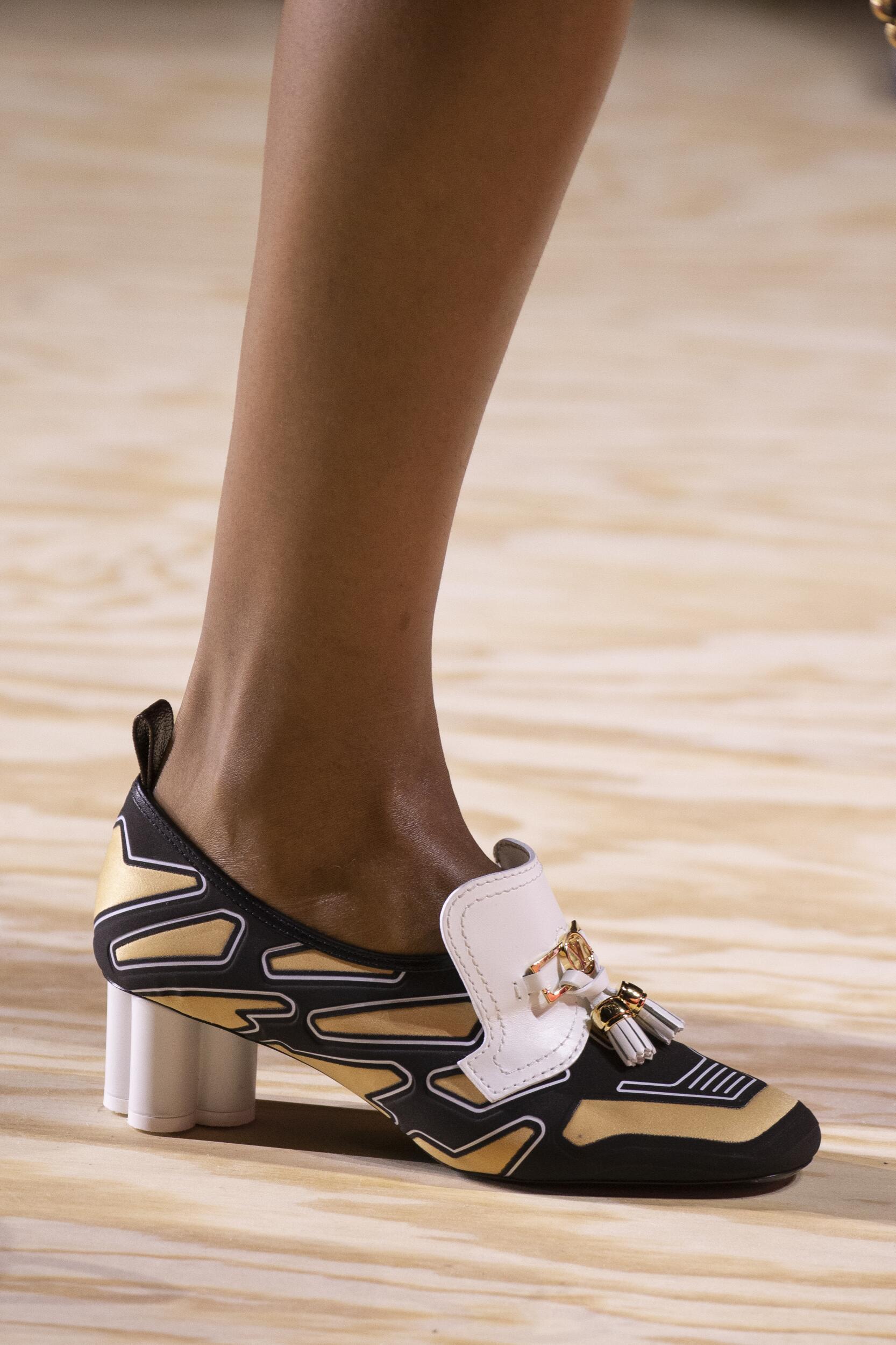 Обувные тенденции весенне-летнего сезона 2020: Квадратный мыс
