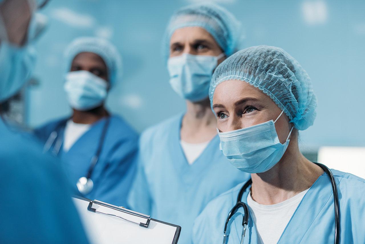Три популярных мифа о коронавирусе, в которые пора перестать верить