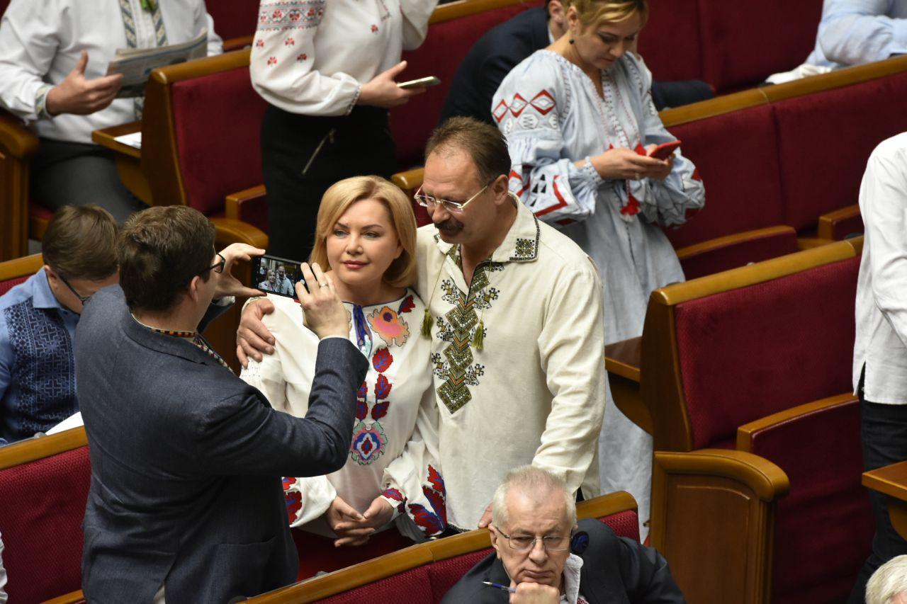 Оксана Билозир и Олег Барна позируют, фото: Ардкадий Манн,