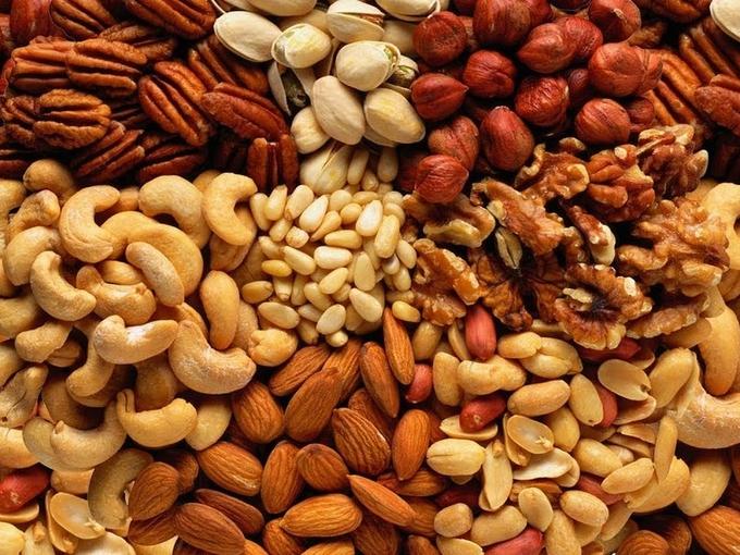 Орехи отвечают за работу головного мозга и нервной системы, укрепляют иммунную систему, улучшают память
