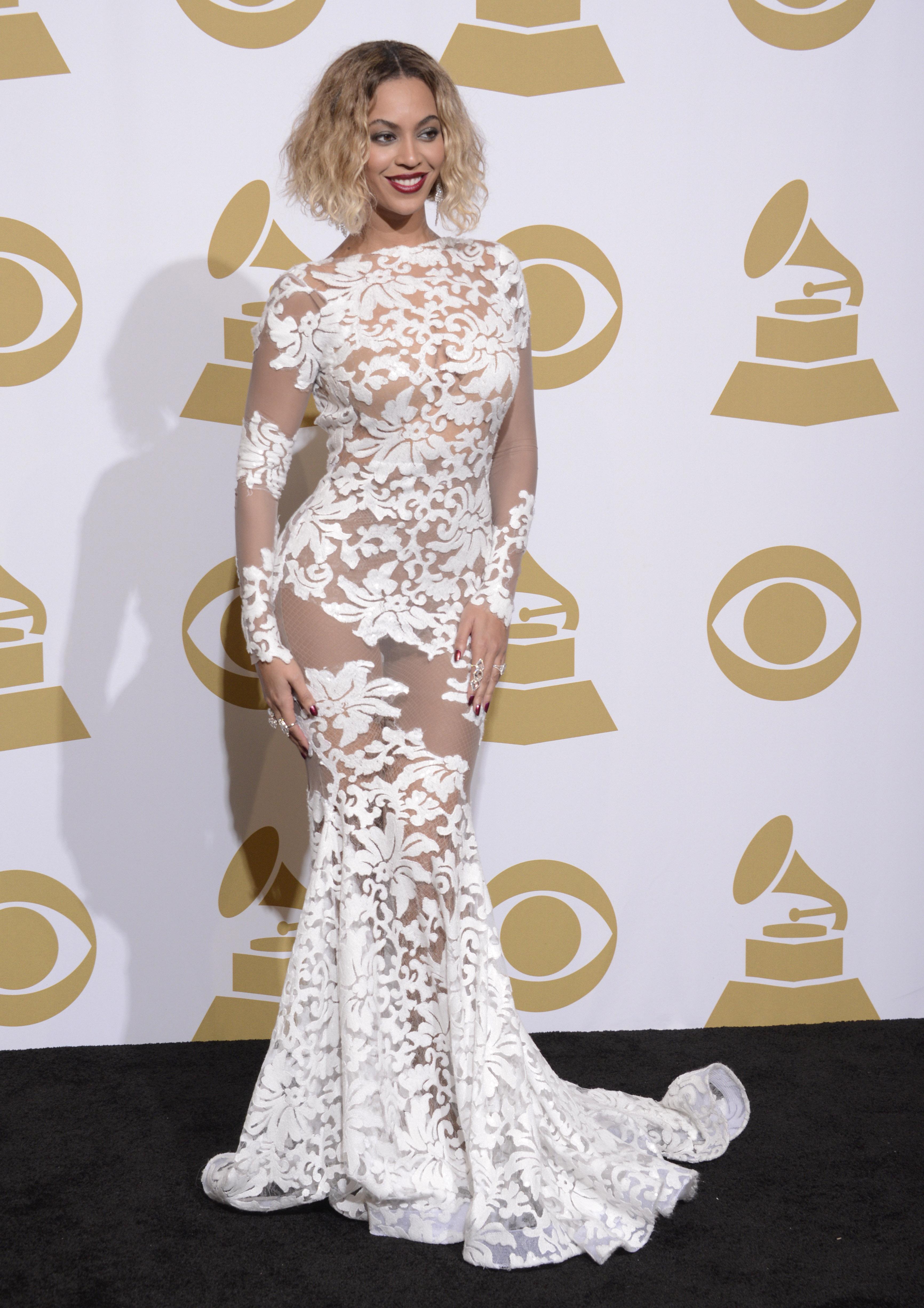 Певица Бейонсе поразила откровенным нарядом на церемонии награждения Grammy 2014