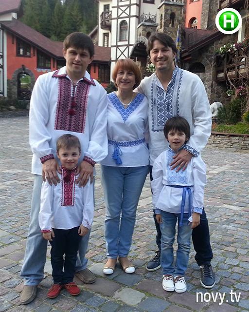 Сергей с братом, мамой, сыном и племянником