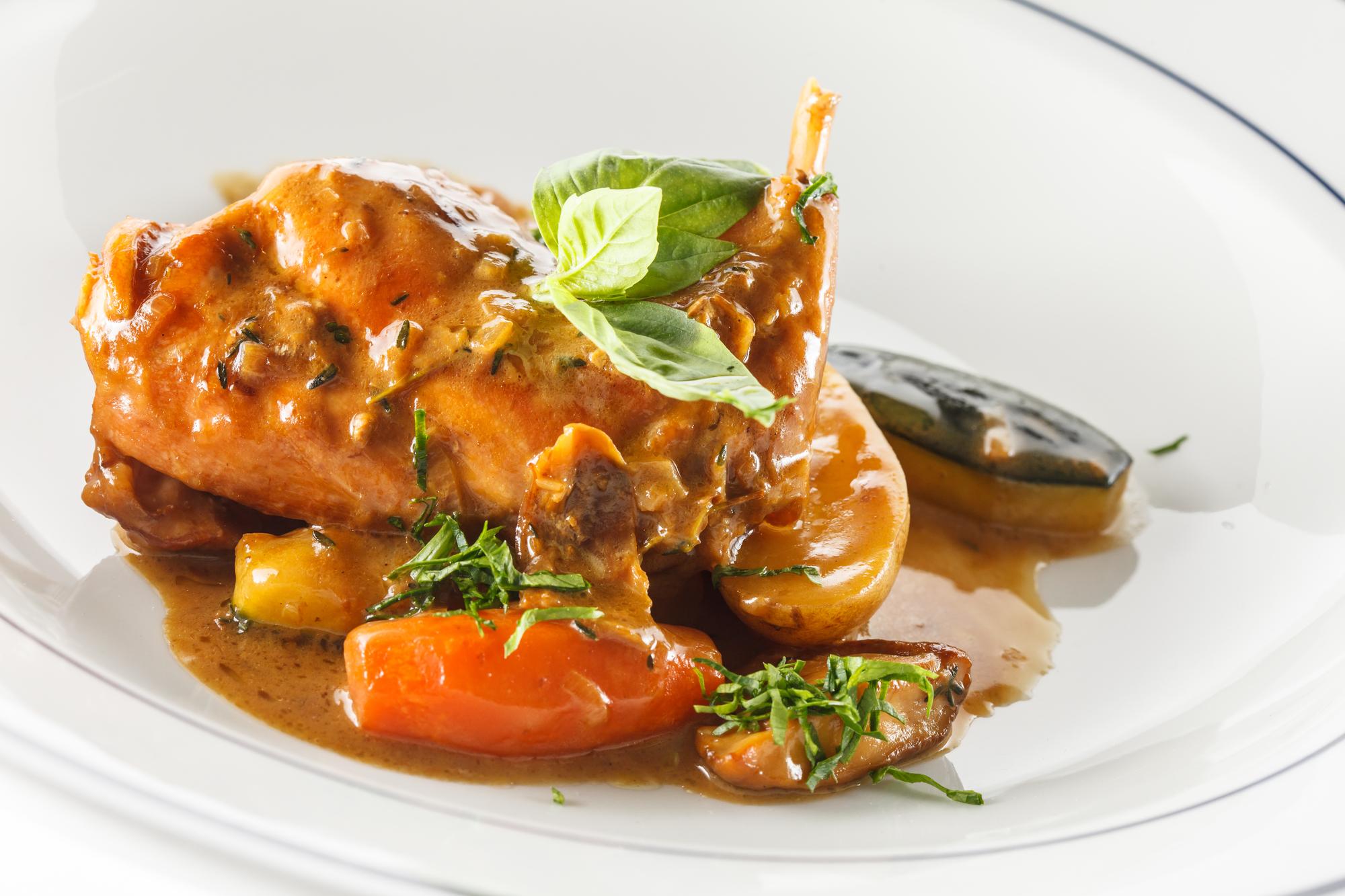 Тушеный кролик с овощами: вкусный рецепт к празднику