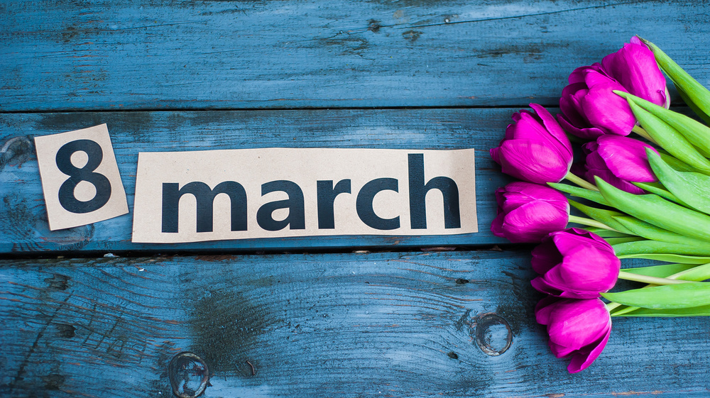 поздравления с в марта знакомым