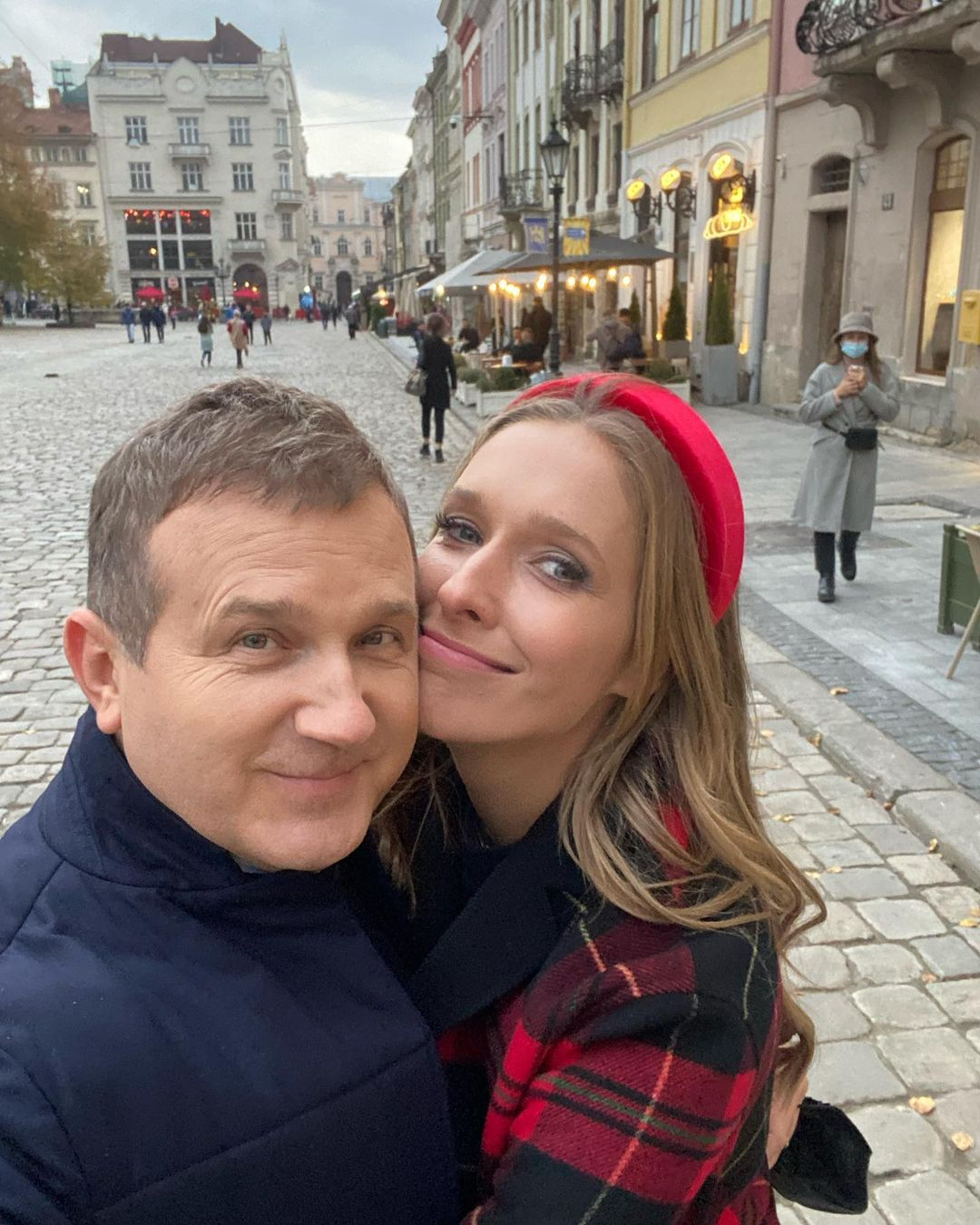 Юрий Горбунов похвастался длинноногой женой