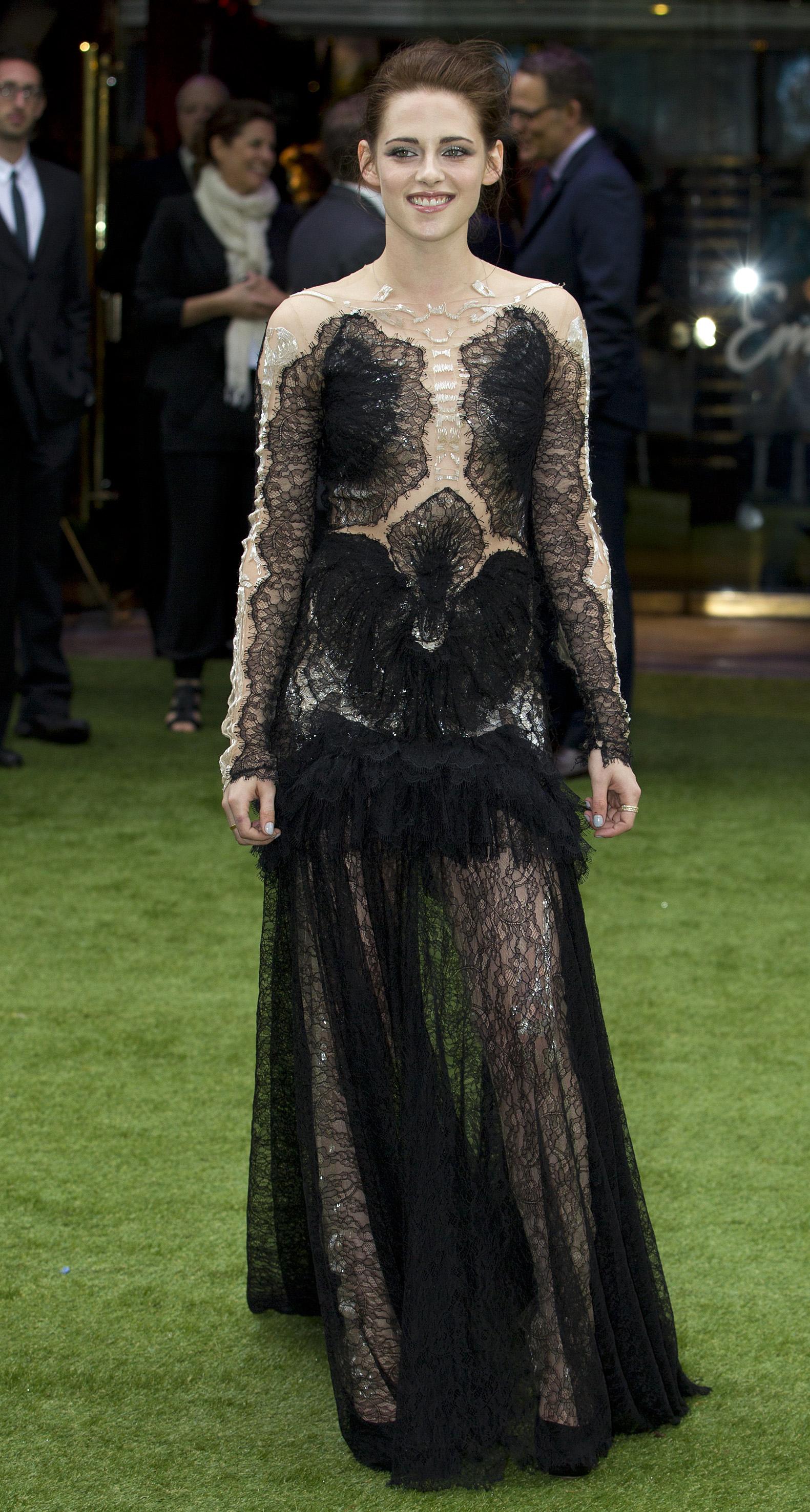 Кристен Стюарт в кружевном платье Marchesa