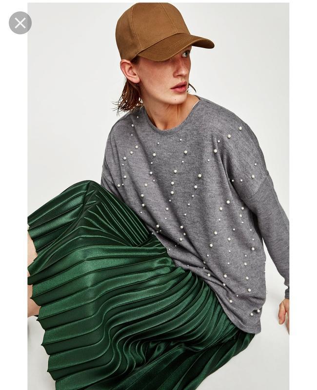 Неактуальные модели свитеров зимой 2019/20: с бусинами