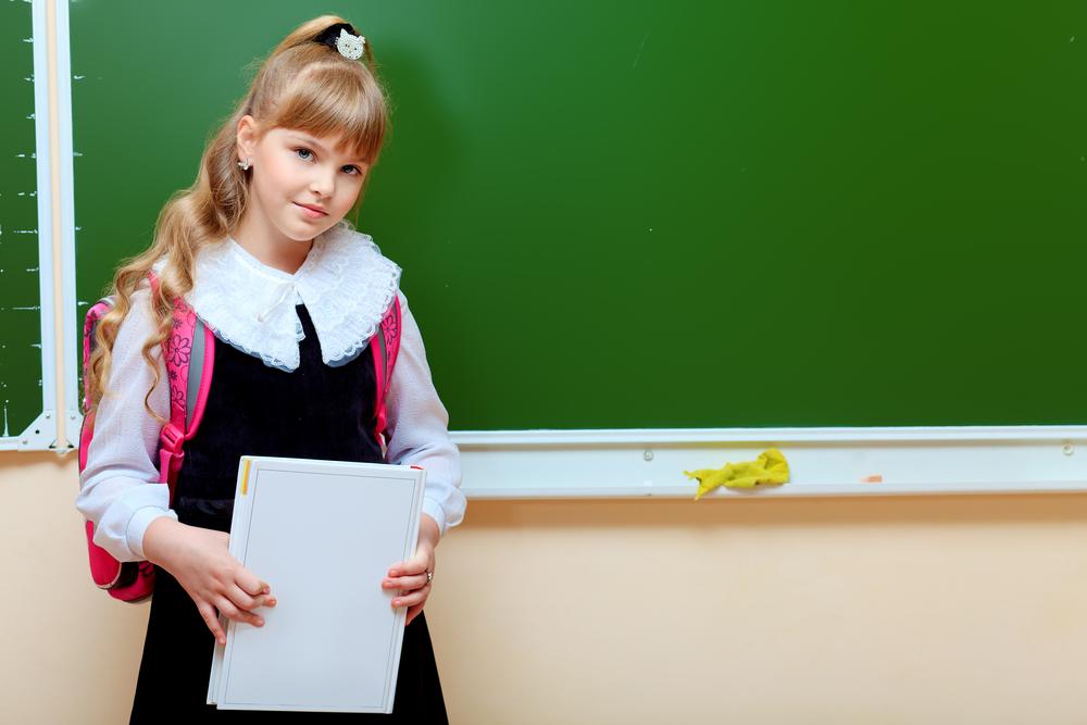 Даже в школьной форме ребенок может выглядеть нарядно