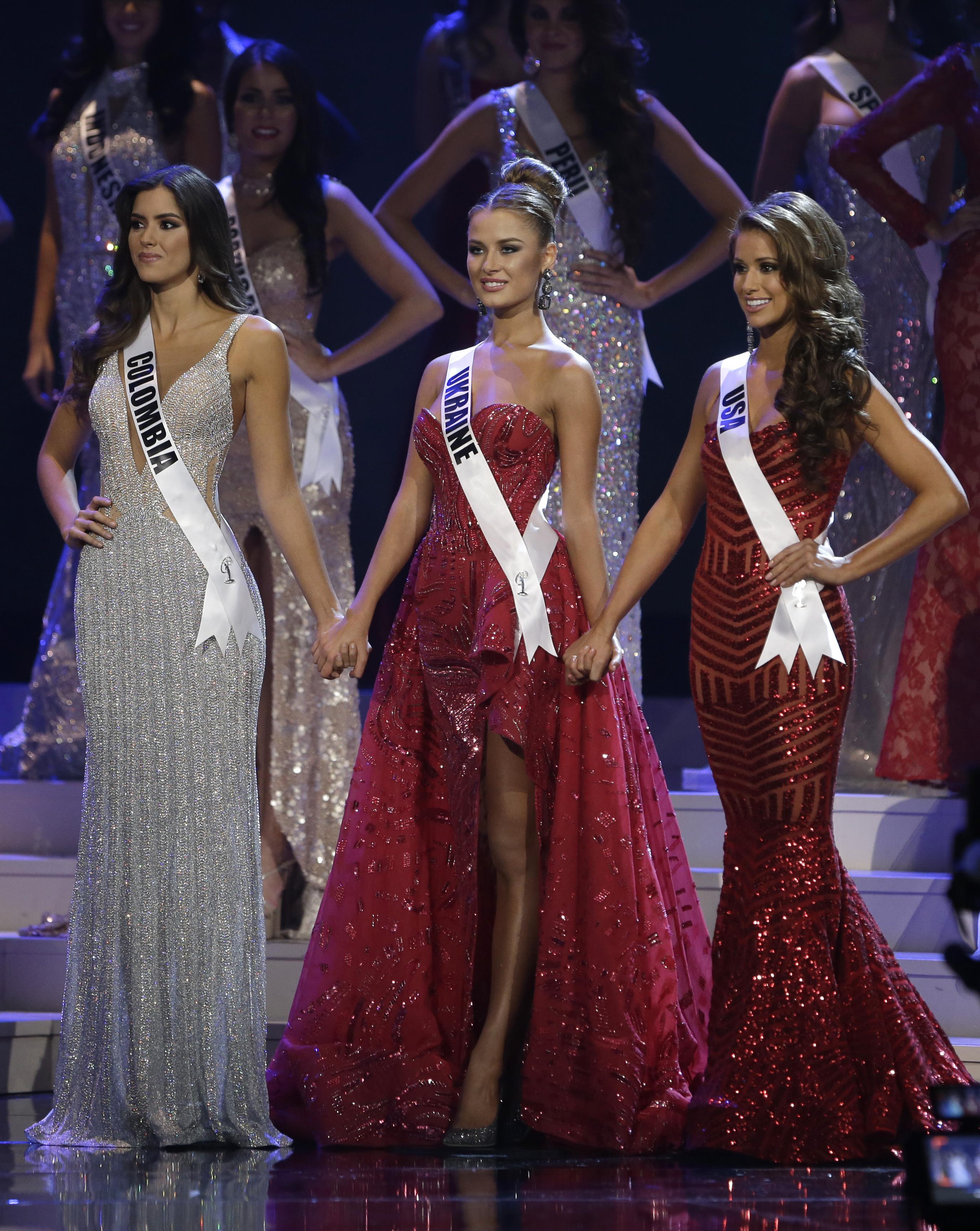 Украинка (в центре) заняла третье место на конкурсе Мисс Вселенная 2014