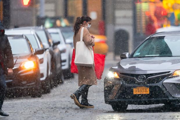 Уроки стиля: что носит Кэти Холмс в сильный снегопад?