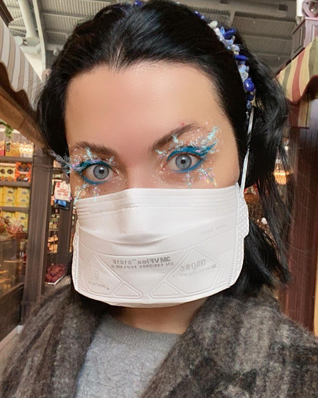 С бумагой и гречкой: Жену Бабкина раскритиковали в Сети за фото покупок