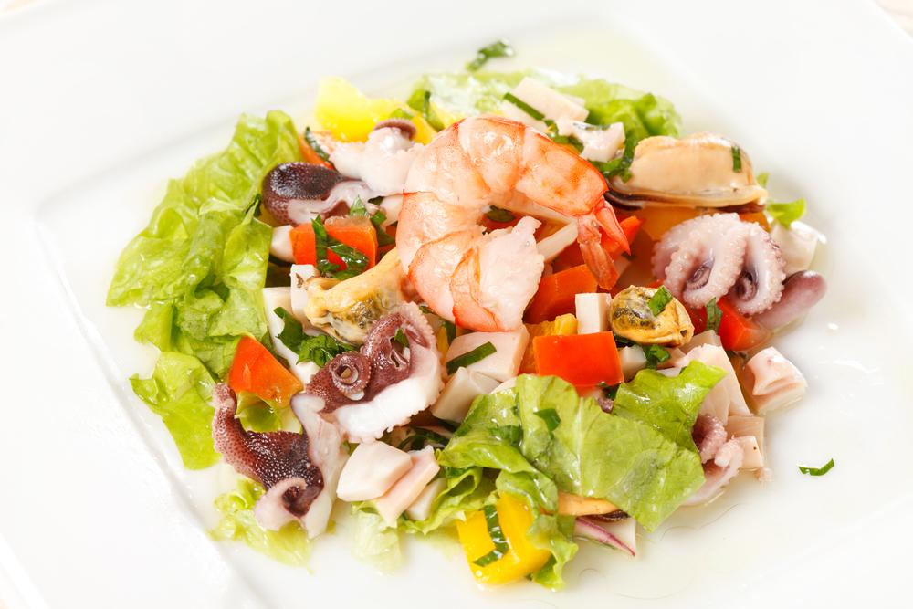 Салат из морского коктейля замороженного рецепты с