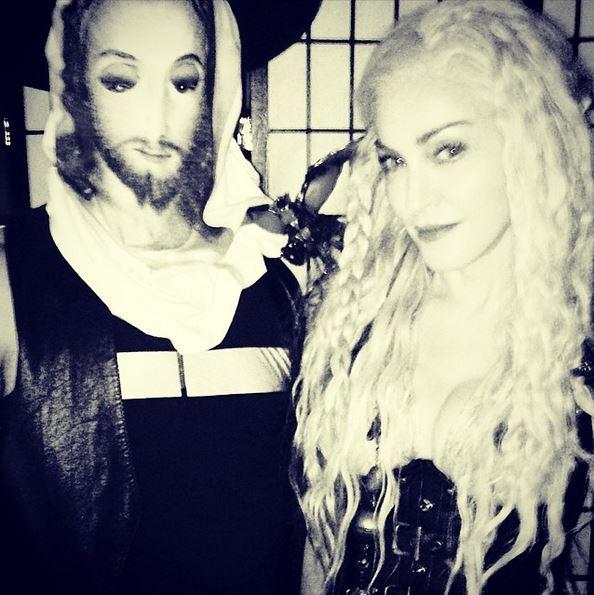 Мадонна примерила странный образ на еврейский праздник Пурим