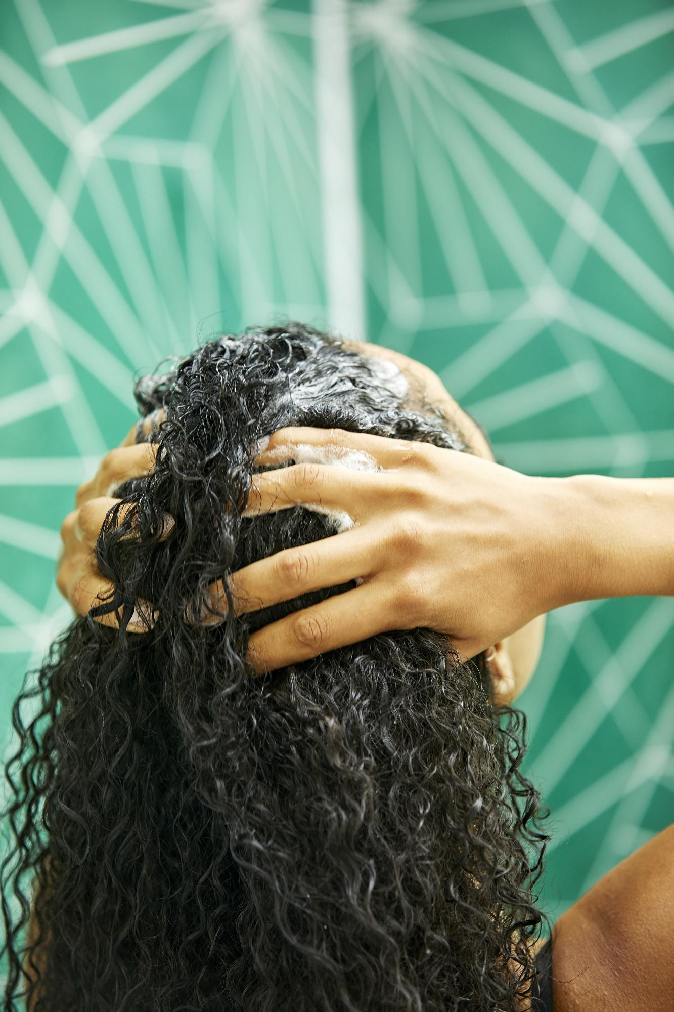 Пилинг кожи головы для роста волос