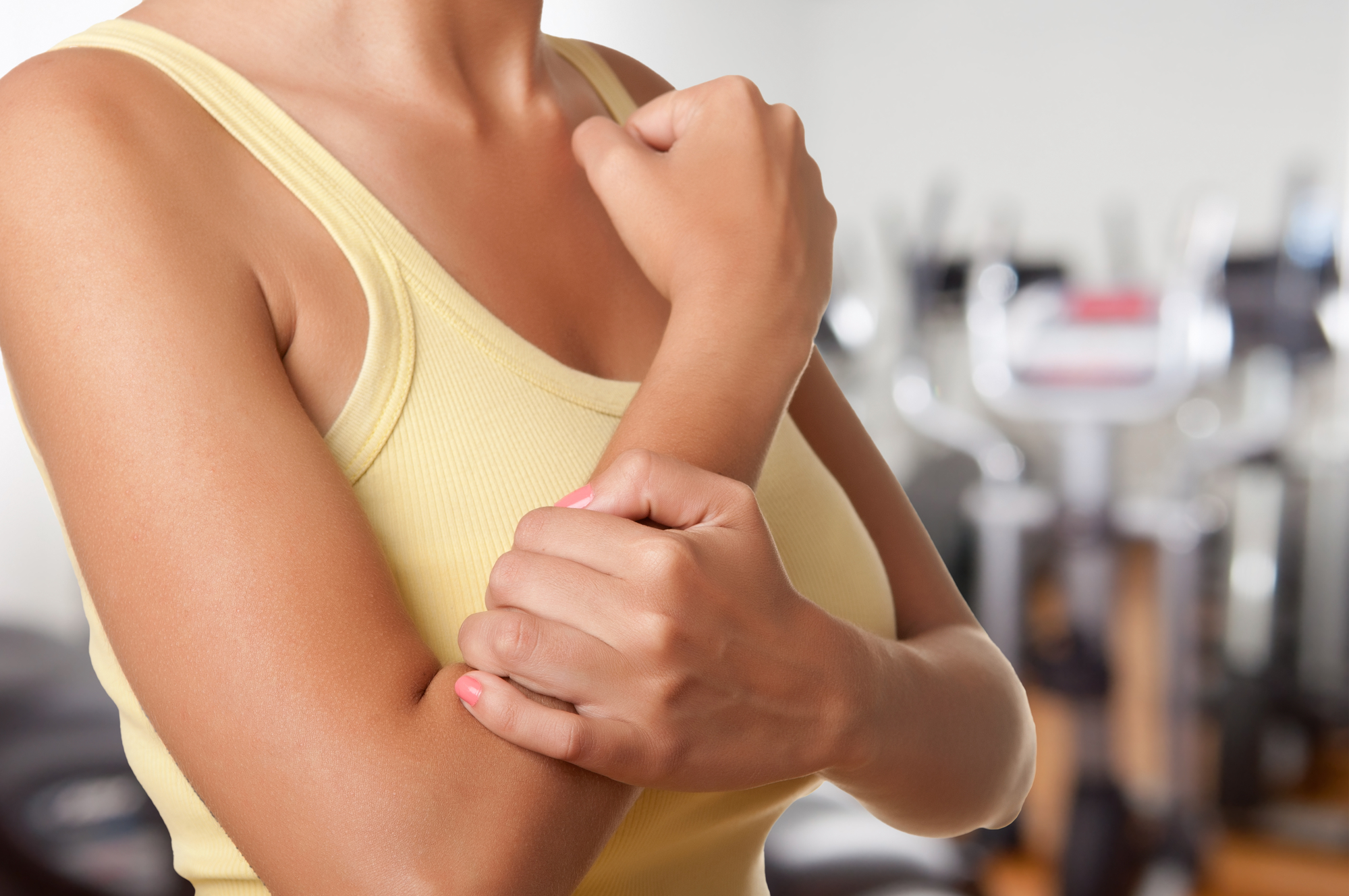 Почему немеют руки: причины и что с этим делать