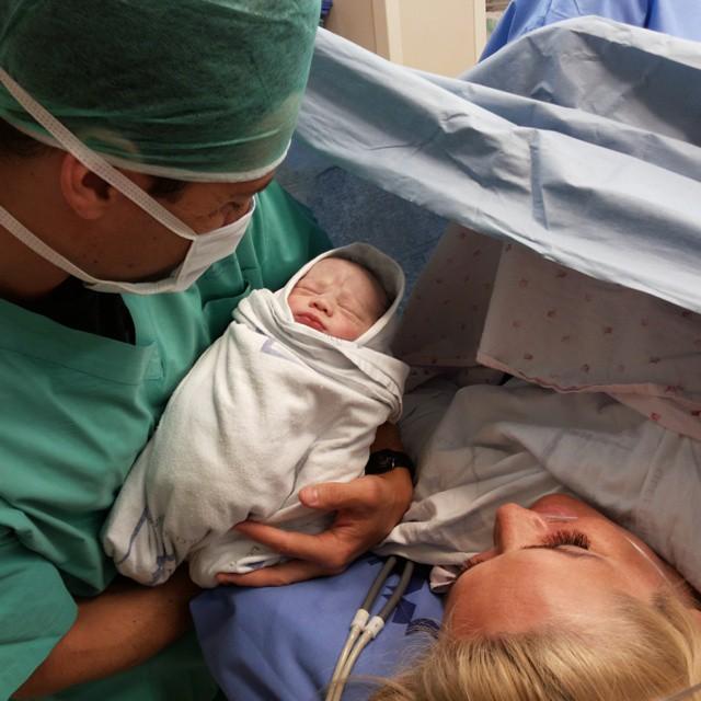 Антон Макарский и его новорожденный сын Ваня