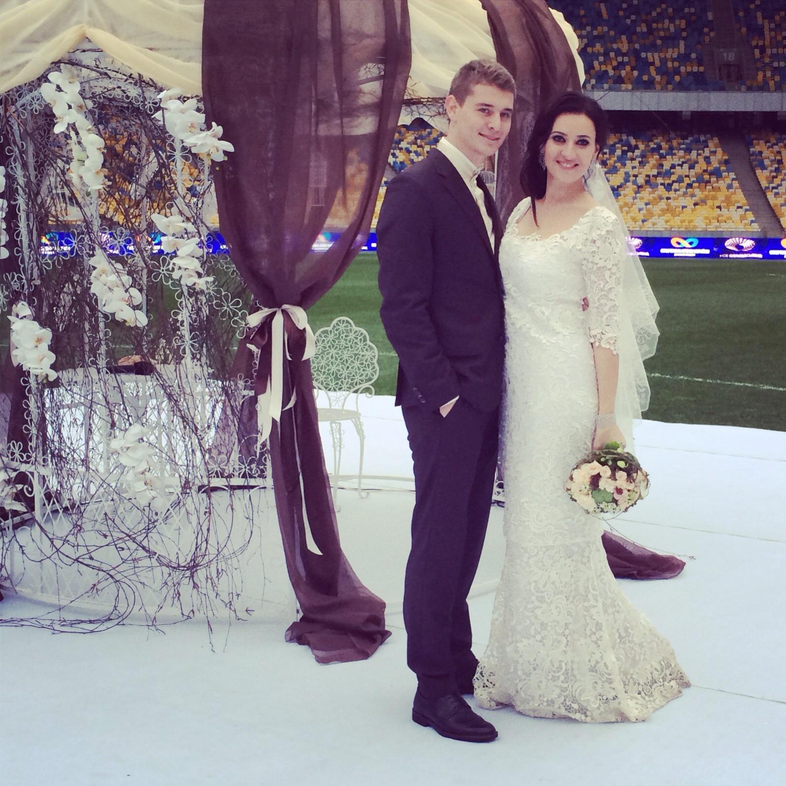 Свадьба телеведущей Соломии Витвицкой и клипмейкера Владислава Кочаткова состоялась в ноябре на НСК Олимпийский.