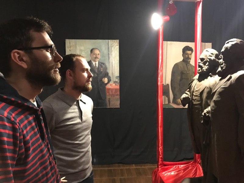 Обвиняли, что пишет картины фекалиями: Александр Ройтбурт дал откровенное интервью