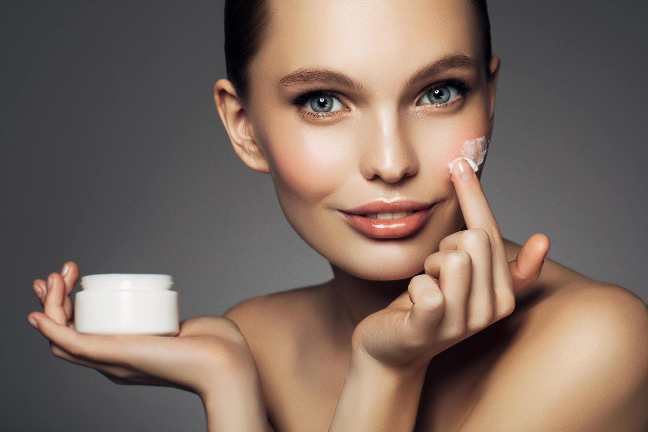 Питательный крем для жирной кожи успокоит слишком активную работу ваших сальных желез