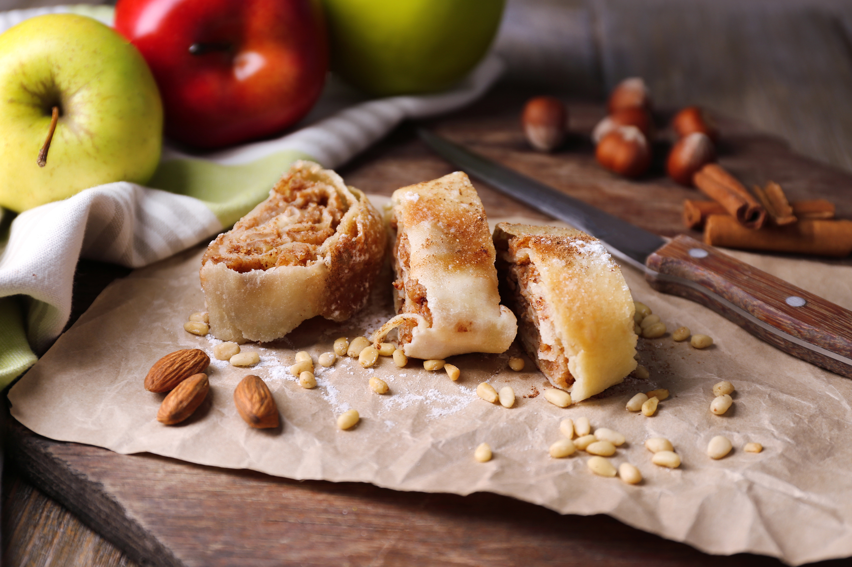 Штрудель с лаваша с яблоками рецепт
