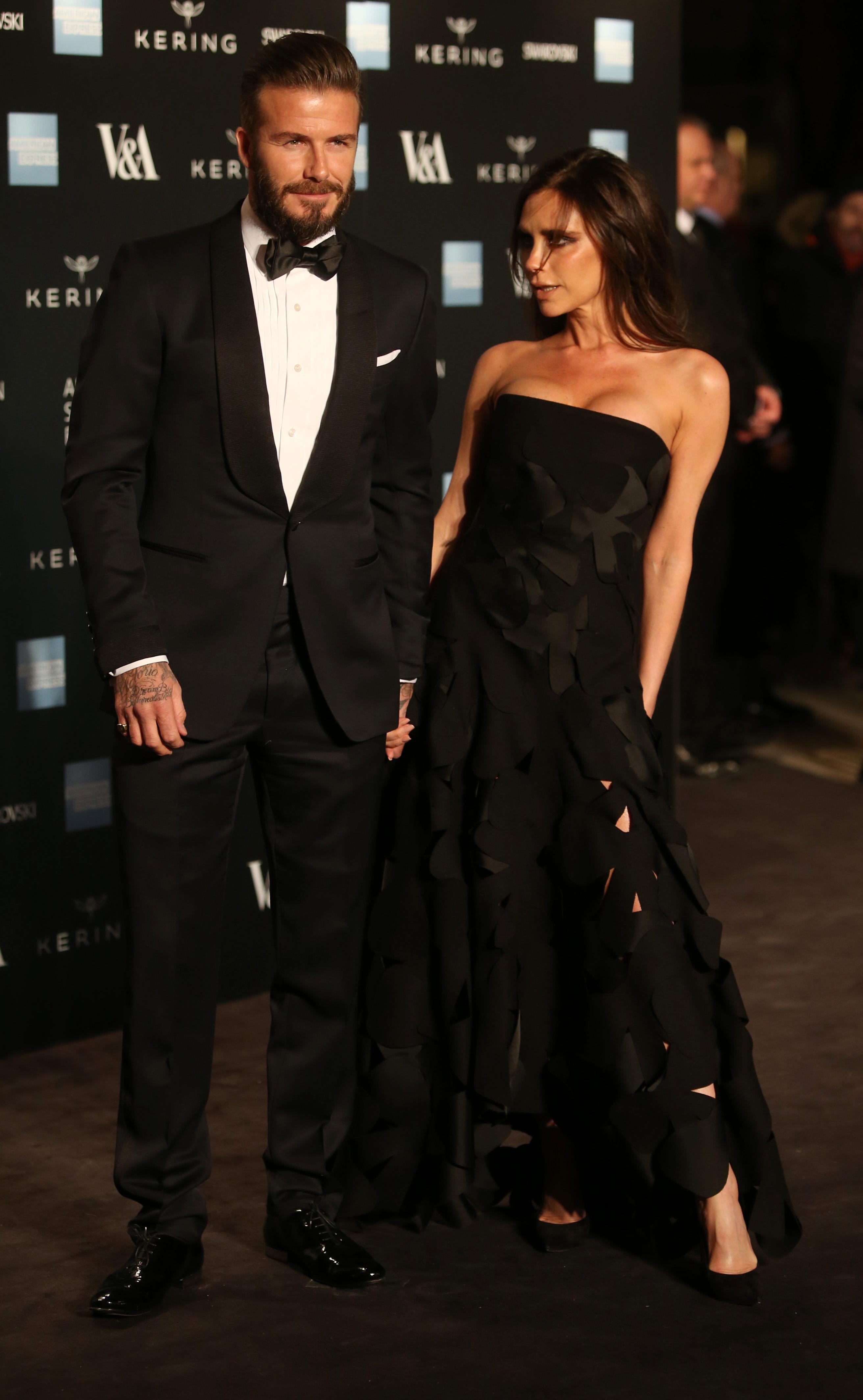 Виктория и Дэвид Бэкхемы на открытии выставки Alexander McQueen: Savage Beauty