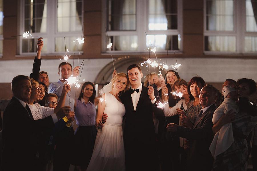 Анна Гресь и Роман Грищук расписались в Киеве накануне свадьбы в Таиланде