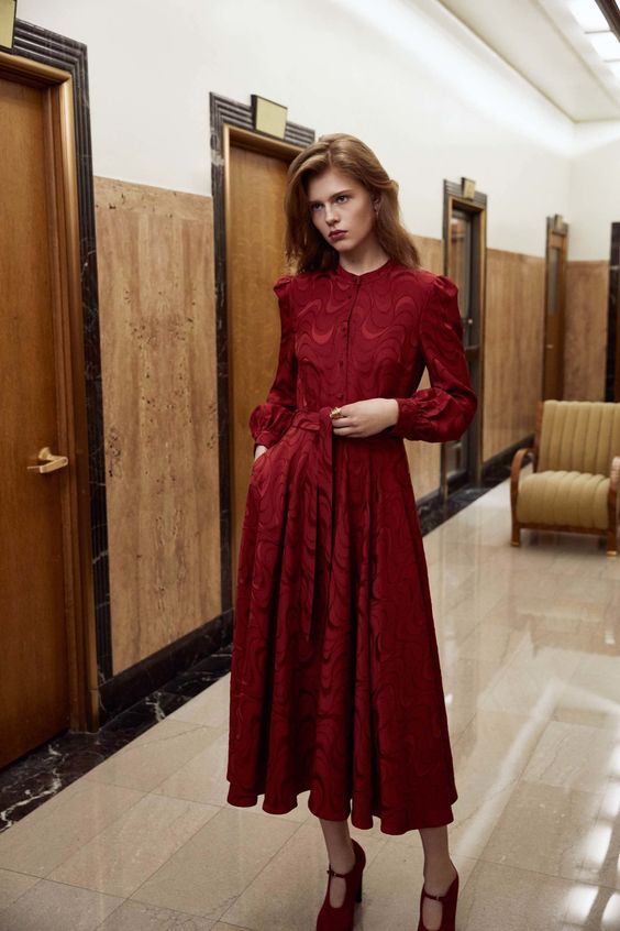 Красное платье для осеннего образа