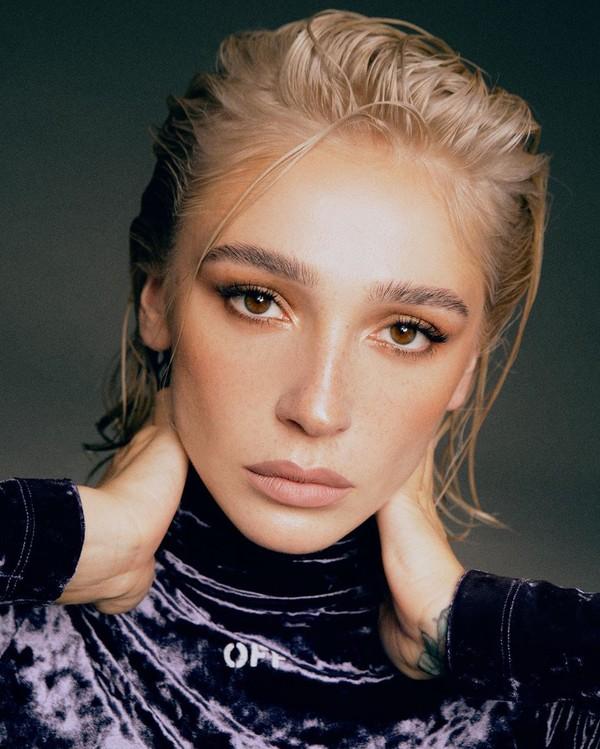 Ивлеева поразила сеть снимками с натуральным цветом волос